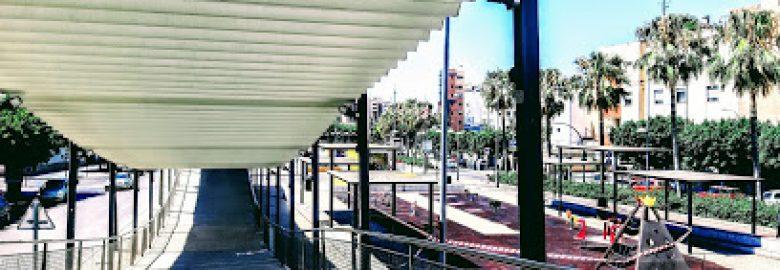 Parque infantil junto a anfiteatro