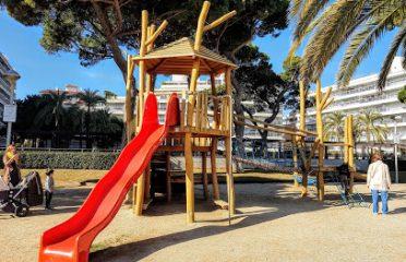 Parc Infantil En Zona Ajardinada