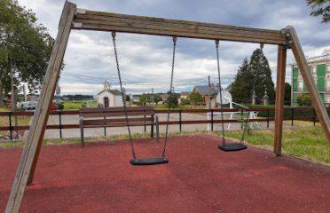 Parque infantil y merendero
